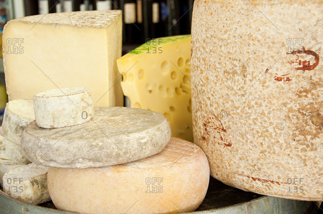 Cantal and auvergne cheeses - Offset