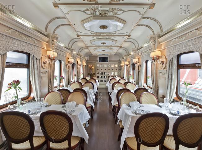 An empty luxurious dining car on a train