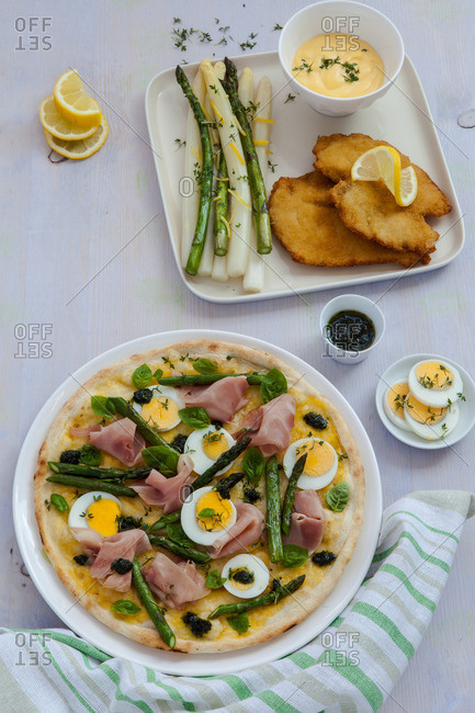 Asparagus, ham and egg pizza