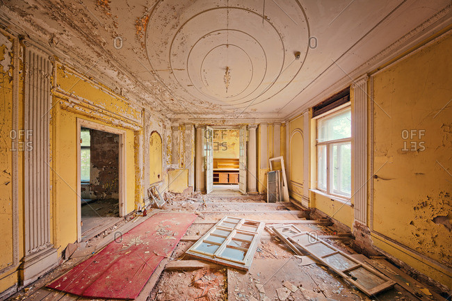 Room in an abandoned mansion