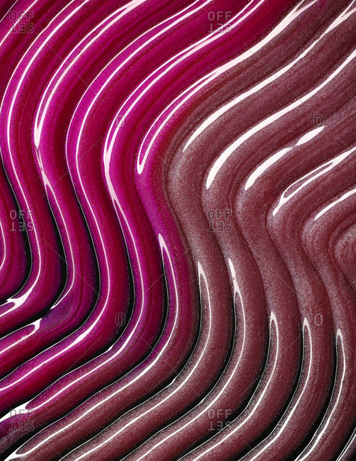 Lip-gloss in wavy lines