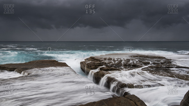 Australia, New South Wales, Clovelly, Shark point in the evening, dark clouds