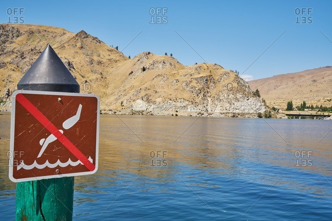 No diving sign on a lake in Washington State