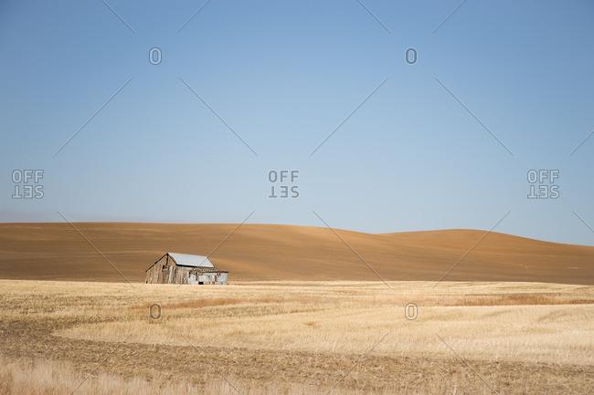 Lone barn amid rolling hills, Washington