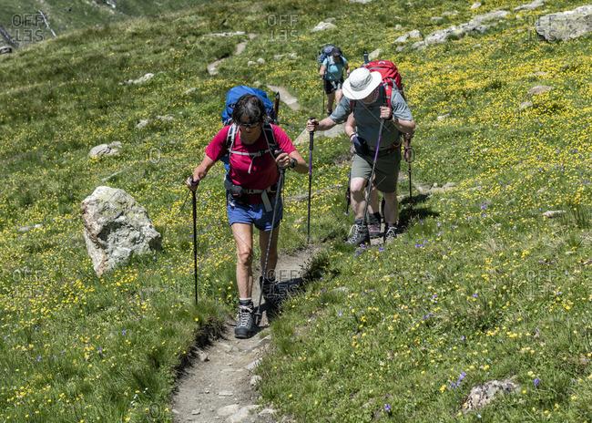Switzerland, Maountaineers hiking near Chanrion hut