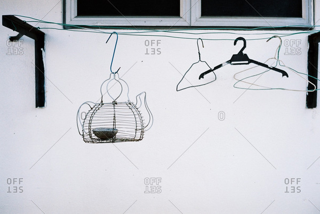 Clothes line with wire bird feeder
