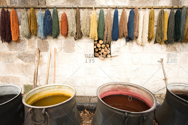 Dyes for carpet wool