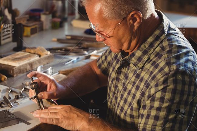 Ring maker using measuring tool