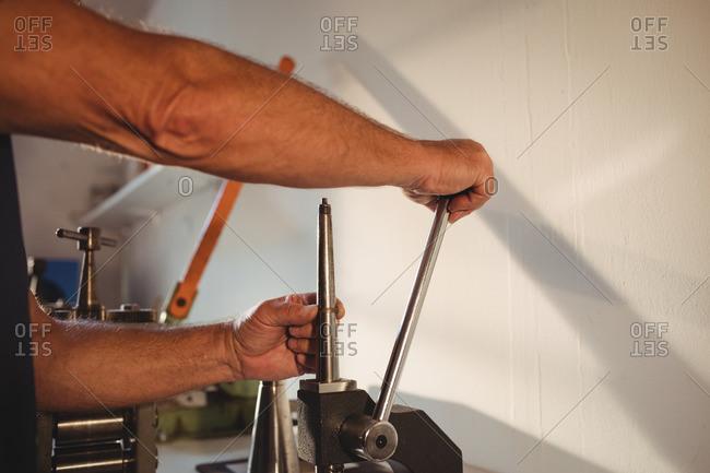 Ring maker using a mandrel