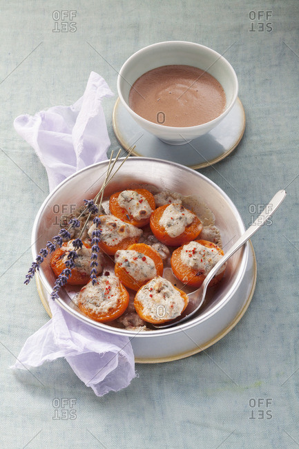 Apricot gratin with goat cheese and chocolate sauce