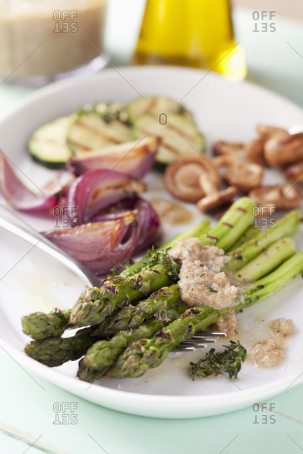 Green asparagus and other vegetables with a walnut dressing