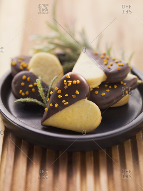 Heart-shaped biscuits filled with truffles and rosemary