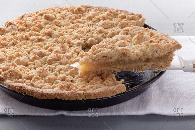 Apple puree cake with hazelnut crumble