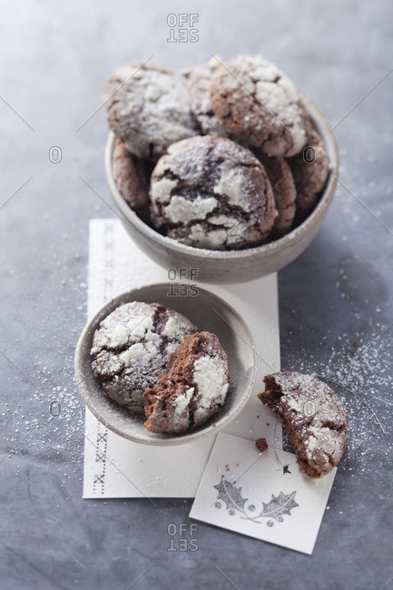 Chocolate cookies dusted with icing sugar
