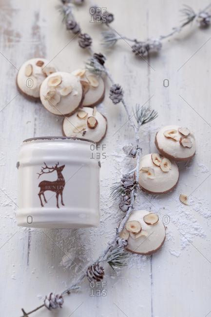 Nut meringues