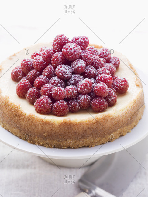 Cheesecake with fresh raspberries - Offset