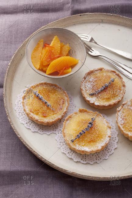 Orange tartlets with caramelized sugar crust