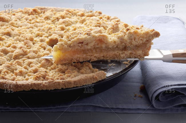 Apple puree cake with nut crumble