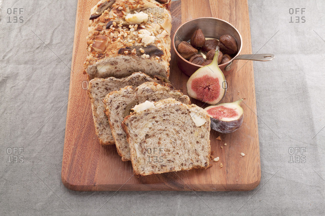 Chestnut bread with almonds, goat's cheese and caramelized figs