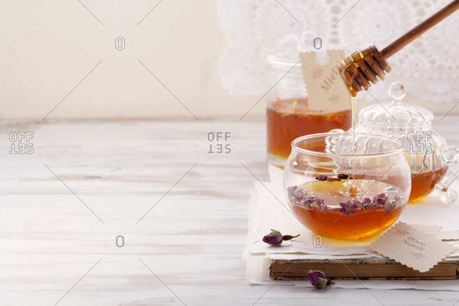 Assorted flavored honey mixtures (Italy)