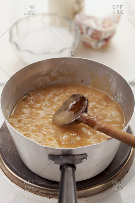 Preparing caramel for making toffees