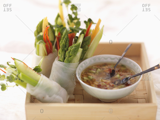 Spring rolls with asparagus and cress, with chili dip (Asia)
