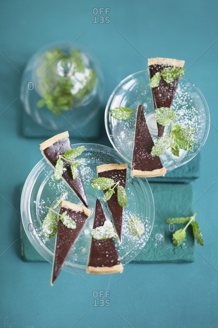 Chocolate tart with fresh peppermint