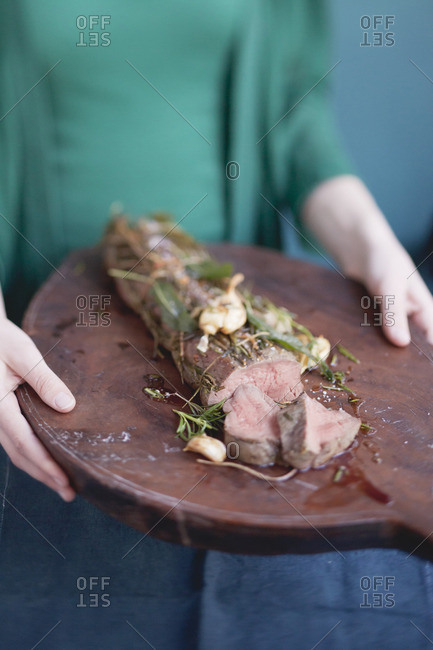 Beef filet with garlic and herbs