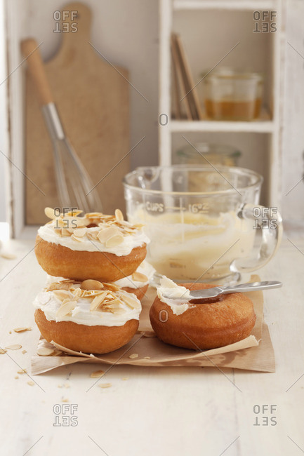 Florentine-style doughnuts with flaked almonds