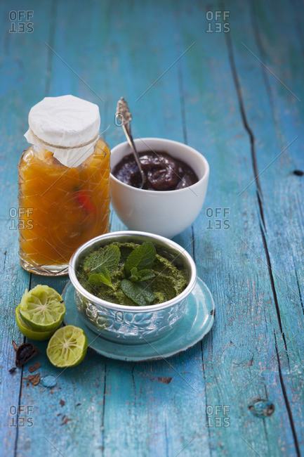 Mango chutney, mint chutney and sweet tamarind sauce