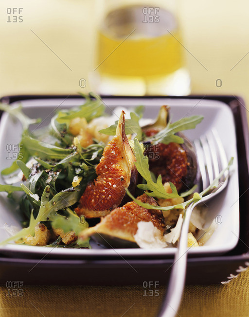 Roasted figs with rocket and Pecorino