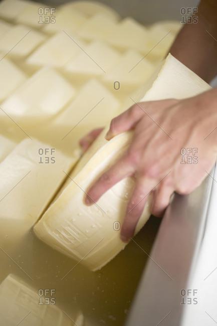 Cheese in salt bath