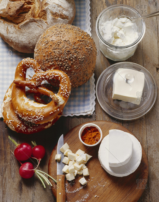 Ingredients for obatzda (Camembert spread), bread & pretzels