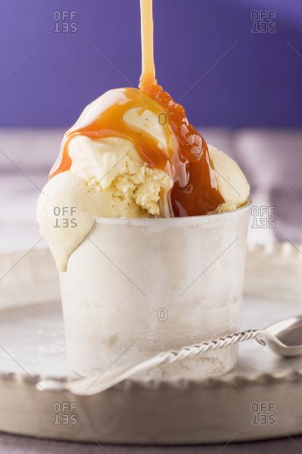 Vanilla ice cream with caramel sauce