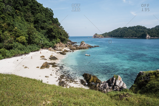 Rubber dinghy from sail boat landing at isolated Kyun Phi Lar Island