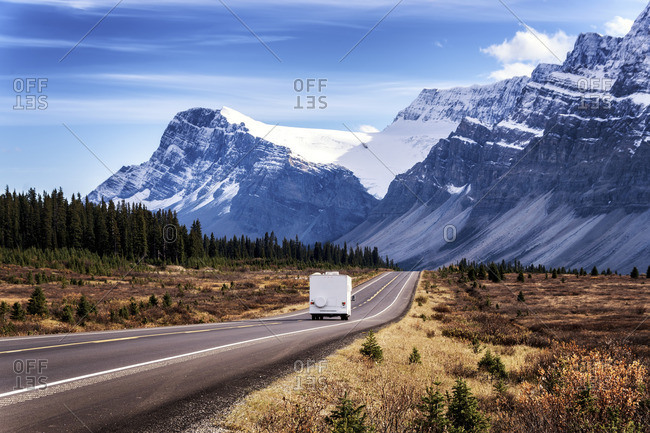 Canada, Alberta, Jasper National Park, Ice fields Parkways, camper van on the road