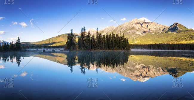 Canada, Jasper National Park, Jasper, Pyramid Mountain, Pyramid Lake in the morning