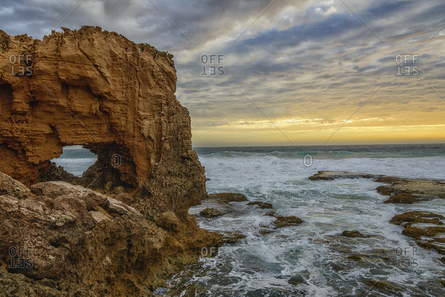 Australia, Eyre Peninsula, Port Lincoln, natural arch on the beach at sunset