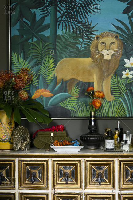 April 25, 2015: Lion painting over side table
