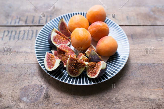 Figs and apricots on plate