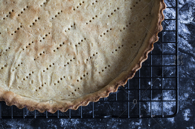 Cooling baked pie crust
