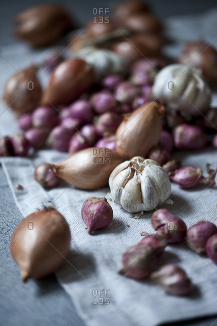 Onions and garlic on cloth