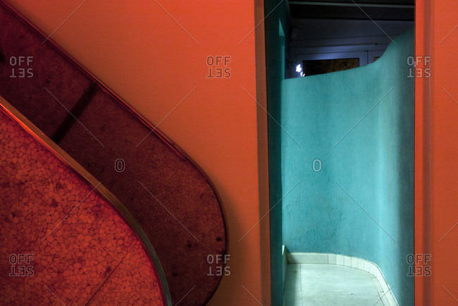 Red and turquoise interior - Offset