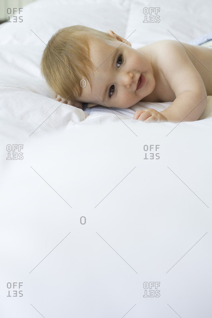 Baby lying on bed - Offset