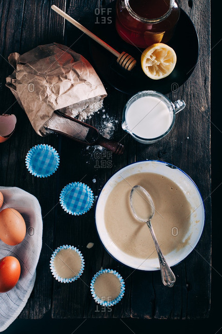 Cupcakes batter in a bowl