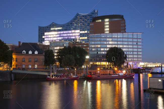 Germany, Hamburg, view to Elbphilharmonie and Kehrwiederspitze at Hafencity