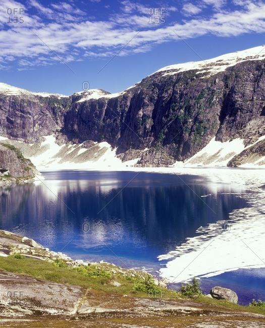 The upper lake at the Twin Lakes with it\'s banks covered in snow
