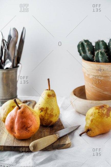 Williams pears on a cutting board