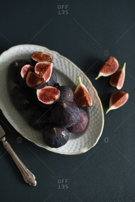 Overhead of figs on platter