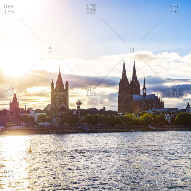Germany, Cologne, view to Gross Sankt Martin and Cologne Cathedral, at evening twilight